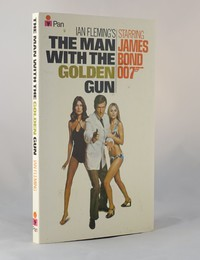 The Man With The Golden Gun | Pan | Movie | 0330 10527 2. This artwork was used for the 13th and 14th printings